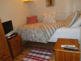 Small single room to rent in nice Paisley accommodation