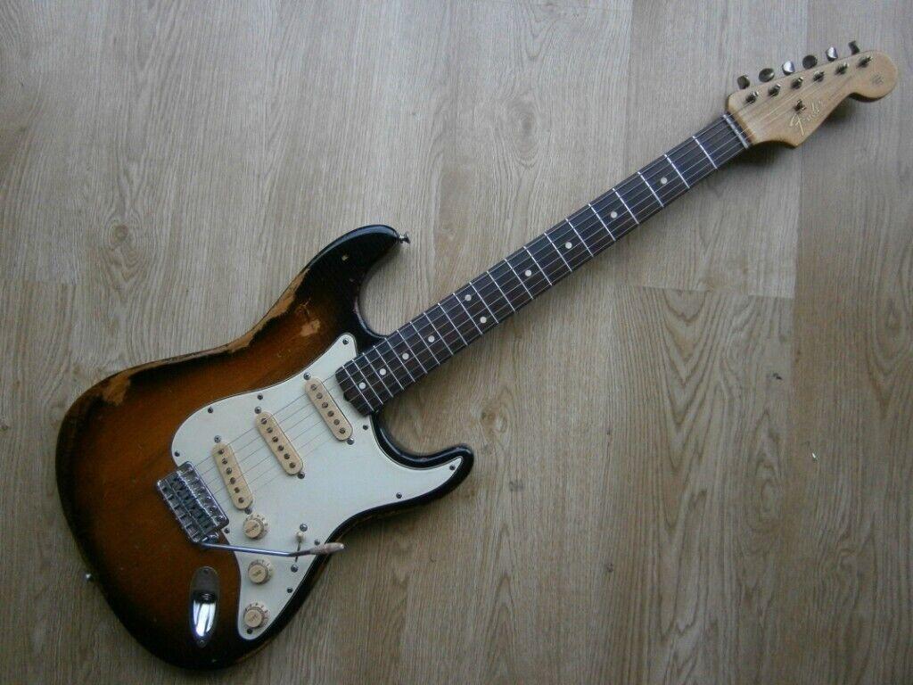 fender stratocaster - 1964 tribute - custom aged relic classic series 60s  sunburst roadworn strat