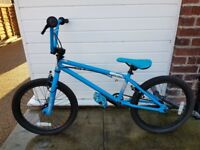 MONGOOSE CAPTURE BMX BIKE WITH STUNT PEGS- EXCELLENT CONDITION