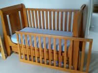 Tutti Bambini Cotbed with Drawer: Excellent Condition!