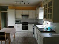 2 bedroom flat in Castlebar Road, Ealing, W5 (2 bed) (#1098125)