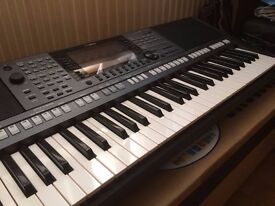 YAMAHA PSR S770 immaculate arranger keyboard with X stand and stool