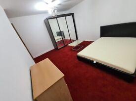 Spacious Double room near Heathrow