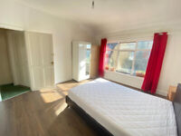 COMFY Extra large DOUBLE ROOM IN A LUXURY HOUSE !!!!!!!!!!IDEAL FOR CITY PROFESSIONALS SHARERS!!!