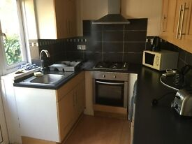 Four Bedroom House minutes walk from the Gants Hill station