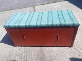 Ottaman storage trunk chest retro