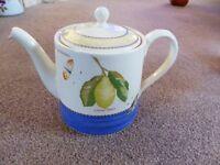 Wedgwood Sarah's Garden Teapot Full Size