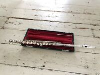 YAMAHA 211S Flute with solid case for sale