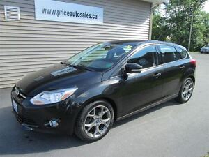 2013 Ford Focus LEATHER SEATS - SUNROOF!!!