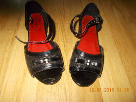 SPARKLY GIRLS BLACK PATENT PARTY SHOES SANDALS SIZE 10/ 11