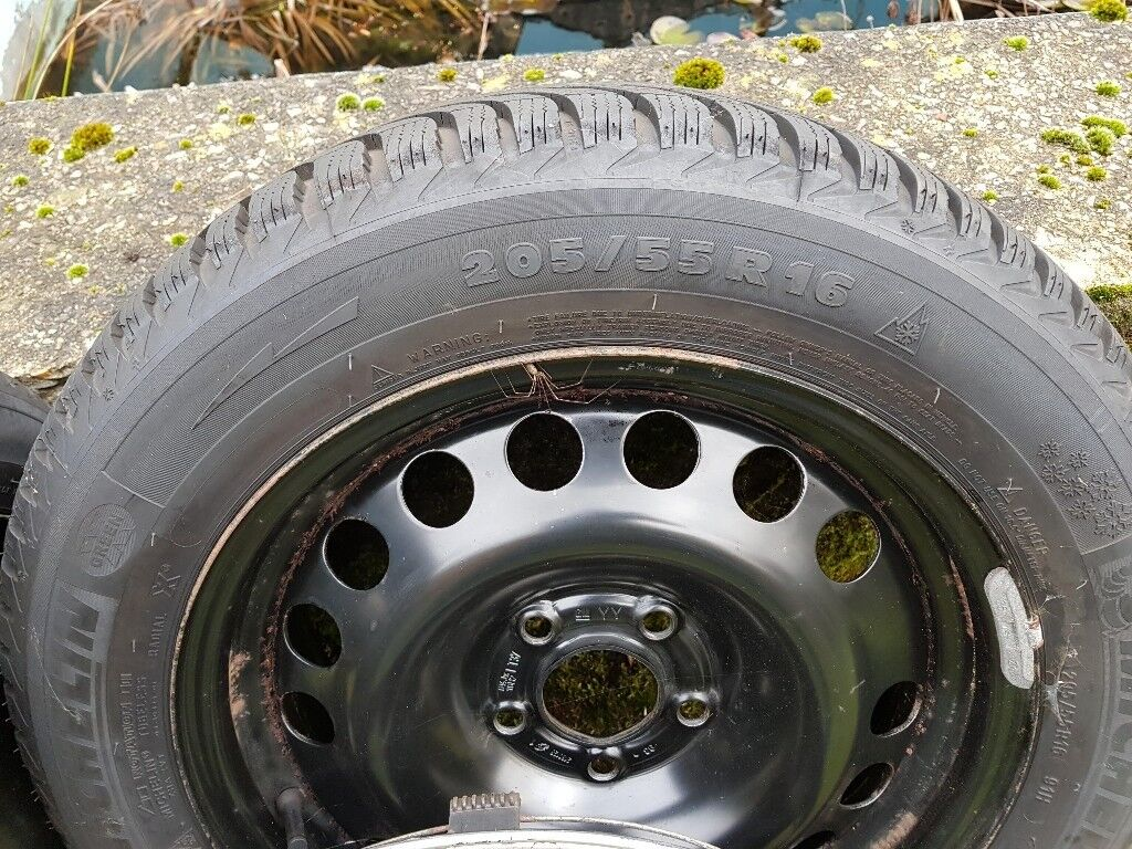 Mitchelin winter tyres with steel rims 205/55R16 set of 4 hardly used