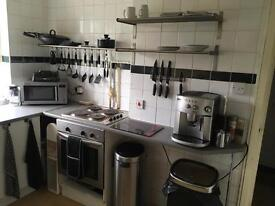 L Double room with 200MB WiFi & ALL BILLS inclusive VERY close to Train Station/City Centre