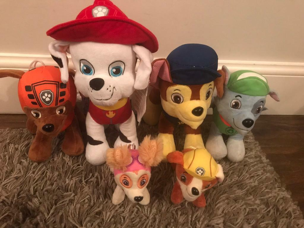 6 paw patrol toys (2 with tags/ 4 excellent condition)