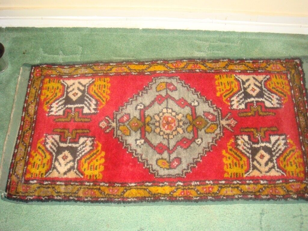 Hand Made Persian/Turkish Wool Rug 102cm x 55cm