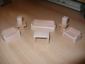 DOLLS HOUSE WOODEN FURNITURE X 8 (LOT C)