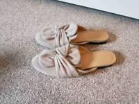 Light Grey suede flip flop shoes SIZE 7