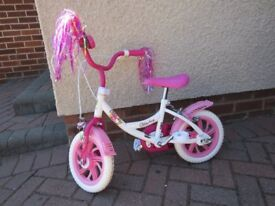 Girls pink bike - suit 3 to 5 or 6 year old