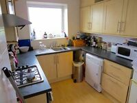 A modern top floor one double bedroom flat close to main shops and Woodside Park Station -7 mins