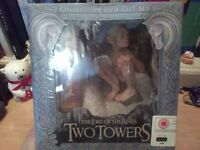Lord of The Rings The Two Towers Collectors DVD Gift Set plus 2 Hanging Banners