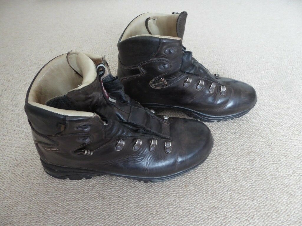 Mens leather Raichle walking boots