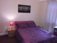 Chelmsford central large double size room in all girl house.