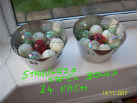 CHRISTMAS TABLE/ROOM DECORATIONS,BOWLS,JARS OF BAUBLES.PLACE SETS ETC