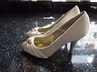 """Size 3 Debut Ivory Courts - brand new - heels 3.5"""" perfect for wedding or party"""