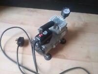Little airbrush or nail art air compressor very silent