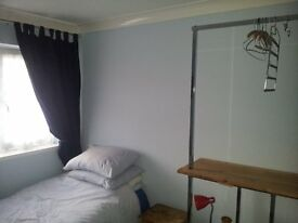 House Share Sittingbourne, car parking space close to centre shop trains etc