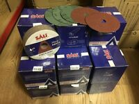 1000 x Sanding Discs 115x22.2mm 40-120 Grit Brand New In Original Boxes