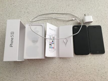 IPhone 5S, 32GB, Leather case, Charger Ocean Shores Byron Area Preview