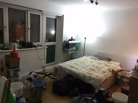 Huge bedroom with balcony in flatshare - Zone 2 E16 - All bills included