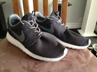 Mens NIKE Gym/running lightweight trainers Roshers size 11