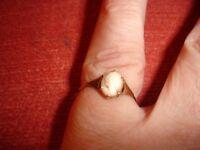 Pretty 9ct Gold Cameo Ring