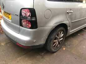2010 VW TOURAN MATCH 1.9 TDI. SPARES OR REPAIRS. STARTS AND DRIVE. 85000 MILES. PLEASE READ BELOW