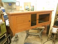 Rabbit hutch 5ft in good condition