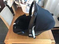 Maxicosi Pebble + Maxicosi Universal Seat Base + Bugaboo adapters