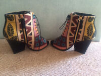 **RUNWAY BURBERRY PRORSUM VIRGINIA TAPESTRY PEEP TOE ANKLE BOOTS RRP $995** Not louboutin vuitton