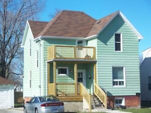 INCLUSIVE 2 Bedroom Unit in Large House- 470 Confederation St