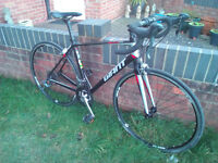 A Mint Condition Light weight Giant Defy Road Bike. Medium 50cm frame.