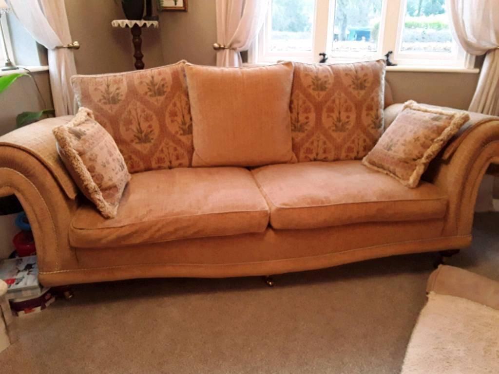 Traditional and Elegant 4 piece Sofa Suite