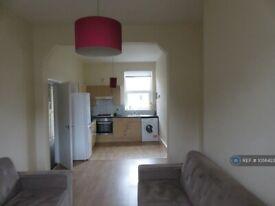 4 bedroom flat in Stoke Newington High Street, London, N16 (4 bed) (#1056423)