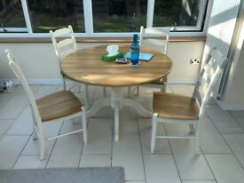 John Lewis Audley round extendable 4-6 seat dining table with 4 matching chairs