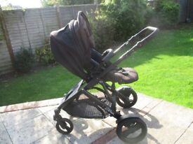 Britax B-Dual Travel system in fantastic condition
