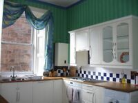 Marchmont Crescent near Meadows. 3 dbl beds. Kitchen come dining/sitting room