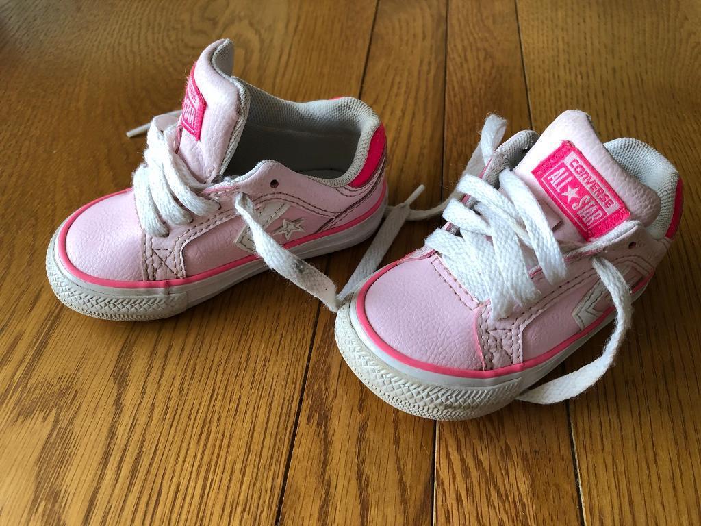 c528ba1afa2057 Girls pink converse trainers