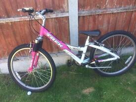"""Trek girls bike 24"""" wheels"""