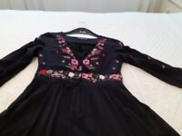 Black maxi dresz, 10, with floral surrounds