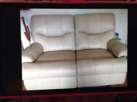 Leather settee in cream, 2 seater in excellent condition Camblesforth near snaith/selby