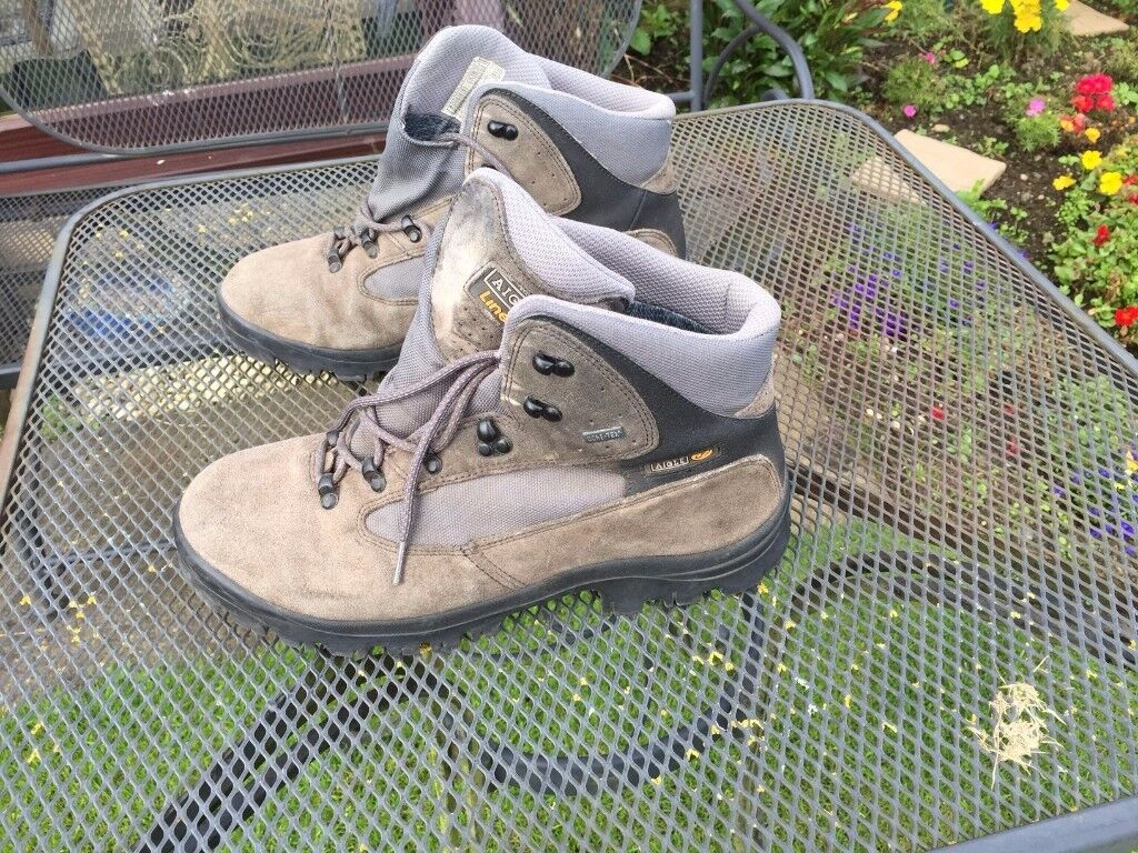 Aigle hiking boots. size 10